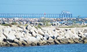 Del Mar pier in distance