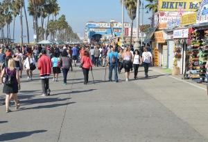 VB--Crowded sidewalk 3