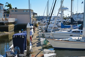 boats-by-restuarant